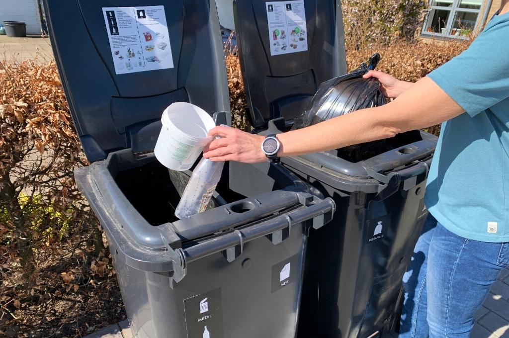 Affald smides i affaldscontainere i en almindelig husholdning. Foto: Region Midtjylland